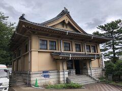 春帆楼本館の前の日清講和記念館には、会談会場の様子が復元され、下関条約関連の資料が展示されている。