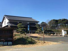 おんやど白須賀 白須賀宿の歴史文化を紹介しているようです。 旅人の交流休憩施設にもなっているみたいです。