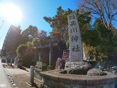 鳥居をくぐって道路を渡ると品川神社があります。 徳川家康とゆかりの深い神社だそうです