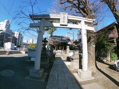鯨の骨を葬った鯨塚が利田神社にありました。