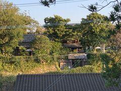 月窓亭。当時の武家屋敷の中に、明治時代になって種子島の殿様が住んでいたところとか。日本風の武家屋敷がある南端みたいです。 時間が早くて、開いていなかったので、外観のみでご勘弁を。