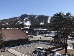 長野・軽井沢『軽井沢プリンスホテルスキー場』のゲレンデの写真。  「軽井沢」駅南口から見えます。  私はスノボをするので、何度か訪れたことがあります。
