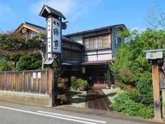 11:30 予約時間ジャストに料理旅館「田事」着。 会津若松城下の旅籠として創業してから80年ほどになるそうです。