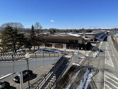 長野・軽井沢『軽井沢・プリンスショッピングプラザ』の写真。  今年も『軽井沢アウトレット』へやってきました(*^▽^*)  コロナの影響で、営業時間が短縮されていますので、ご確認ください。  軽井沢駅南口側の広大なエリアに展開するショッピングモール。 自然豊かなロケーションの中に、有名ブランドのアウトレット、 インテリア、雑貨、アウトドアなど約200もの多彩なショップが 揃っています。  <2021年2月の営業時間> 毎日 10:00~19:00  http://www.karuizawa-psp.jp/