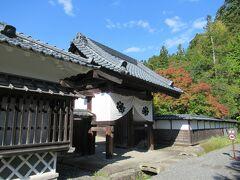 12:54 今夜の宿「向瀧」にチェックインする前に「会津武家屋敷」に立ち寄ります。