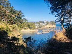 五浦岬公園から六角堂を眺める。
