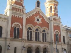 大シナゴーク。 ユダヤ教の教会です。 入ってみたかったものの、時間の関係で断念。  ちょこっと自由時間はあったものの、サクッと終了し、今度は本日の宿泊場所チェコの首都プラハまで移動です。 わかってたけど移動多い。笑