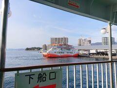 早速乗り込みます、松大汽船で真っ直ぐ宮島へ