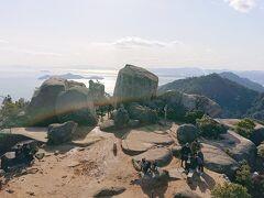 巨石と瀬戸内海