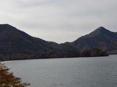 中禅寺湖の麓にあります。