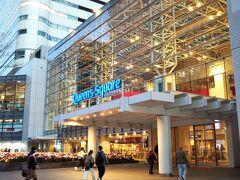 そして「クイーンズ スクエア」 複合商業施設です。