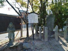 境内の一画には松尾芭蕉の句碑があります。気にかけてないと気づかないかも。