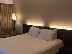 ホテルに帰って寝ます。さすが、セントラホテル、部屋も広いです