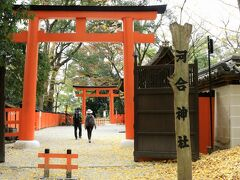 「下鴨神社」でガイドさんが修学旅行生に、案内なさってた「河合神社」 「美人になれますようにって、祈願するんですよ。行きたければ案内しますよ。」 そりゃぁ、女子高生なら行くでしょ(笑)