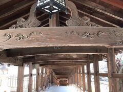 吉備津神社の中でも有名なスポット・回廊を進みます。