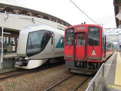 12:56 「会津田島駅」着。 13:02 特急リバティ会津132号に乗り継ぎます。