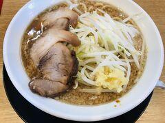 翌日は、燕三条市内の「麺豪織蔵」さんへ 二郎系と燕ラーメンのハイブリッドラーメン、 おいしかったです。