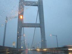 瀬戸大橋を渡るのは、私は2度目です。 1度目は職場の旅行。レンタカーで渡りました。