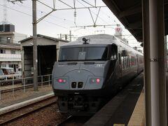 特急きりしま12号の乗車で予定通り、南宮崎駅に着きました。 ・・途中~線路脇から、列車を撮る風景が度々見られて・・ 黒くてカッコいい車体は、外から見ても存在感があるのだなぁと思いました。