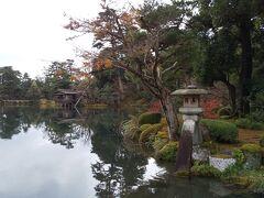 兼六園 シルバー割引で無料。さすがに観光客が多いです。 散策後、徒歩で石川県立美術館まで、21世紀美術館は休館でした。 香林坊までバス移動。