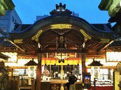 夕方外出する。小雨。できるだけアーケードのある商店街の通り伝いに新京極方面へ。 京都府には緊急事態宣言まだが発令中である。人の出はさほど多くない。 (写真は錦天満宮)
