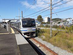 3,横浜支社 駅員扱い駅 川崎、横浜、大船、鎌倉、逗子、藤沢、平塚下、真鶴、武蔵小杉(横須賀のみ) 最近は東海道線にたくさんご当地メロディーが入っています。 南武線も多い気がしますね。 横浜線や京浜東北・根岸線は同じ曲で占められている傾向にあります。 また、相模線はすべての駅が1コーラス固定です。(2鳴らすことはできないと思います。) 鳴りやすさとしては最近は東海道線で途中切りが多くなった気がします。 駅員操作の武蔵小杉など(あとは真鶴、藤沢、川崎トカ線)は1人しかいないので同発の場合片方は途中切り(というより即切り)になります。