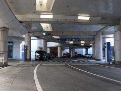 みなとみらい出口から数分とアクセス良し。 本日の宿は、みなとみらい21にある、ヨコハマグランドインターコンチネンタルホテル。  駐車場はバレーパーキングサービス。 1泊2,000円がアンバサダー特典で1,700円に。