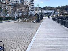 そんなこんなで・・・ ランチの話をしていたら横須賀軍港の公園に来ていました(^^  ここも本来は賑わっている場所なのに人が居ません。。。