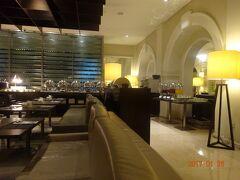 三日目の朝食をホテルのレストランでしますが、オープン同時に来ましたので他に誰もいませんでした