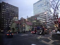 時計台も信号待ちの間にちらりと眺めるだけ! 普通に観光を楽しめるようになったらちゃんと時間をかけて札幌の街を歩きたい