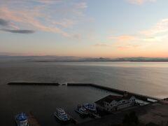 琵琶湖の大津港です。朝焼けが綺麗だったので、琵琶湖ホテルのベランダに出て撮影しました。