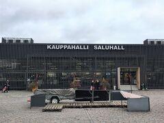 <ハカニエミ マーケット>  でも横に、仮設マーケット! フィンランド語「KAUPPAHALLI」はマーケットホール。  ☆詳細はクチコミに記載しました☆ https://4travel.jp/os_shisetsu_tips/14283178
