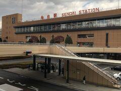 仙台駅を出て、バスロータリー方面へ向かう。