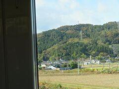 岩沼駅を通過したあと、今度は右へ東北本線が分かれていきました。 (正確にはここまで東北本線を走ってきた特急ひたち号が常磐線に入りました)
