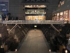 汽車道へ行く前に。。。 ドックヤードガーデンを見に来ました。。 ここは石造りのドックとしては日本最古なんですって・・ 今はコンサートホール?として使われていますよねぇ~