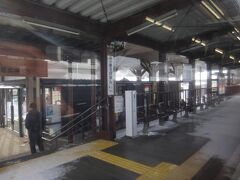 有備館駅。 今日は日曜ですが途中駅の乗り降りは非常に少ない。