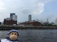 折角なので、遊覧船で赤煉瓦倉庫に渡って帰る事にしました。 海から見る赤煉瓦倉庫も良いね!
