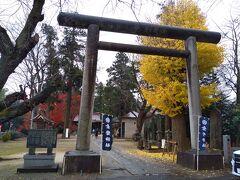 百里神社から車で約10分ほど、小美玉市小川という地区にある素鵞神社。こちらでは 境内神社や兼務神社のご朱印の授与を行っていて百里神社のを拝受できる。