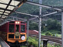 朝は嵯峨野トロッコ列車に乗るために、トロッコ亀岡駅まで送ってもらいました。