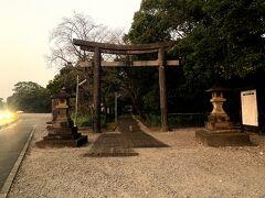 市民の森のひとつ手前の江田神社のバス停方面へ出ました。だいぶ薄暗いけど今ならまだ、と駆け足で江田神社もお参りします。