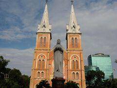 中央郵便局前のサイゴン大教会