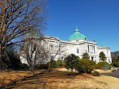 次はトーハクこと東京博物館へ。この青空に美しい建物が映えるんだよなー!  トーハクは年パスを持っていますのでたまに行きます。今日はちゃんと作戦を考えて元気がある始めに法隆寺館を見ます。なにせ広くて一日では見きれないのでターゲットを定めることが大切と最近コツがわかりました。