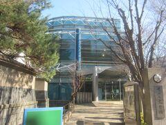 少し歩くと世田谷文学館に到着です
