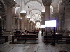アルムデナ大聖堂のクリプタです。かなり広かったです。