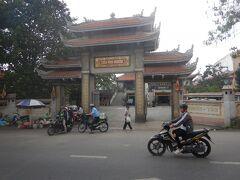 山門。 この寺は日本に留学した僧が建てそうだ。