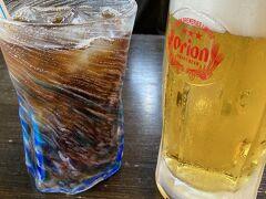 夜は食事に出かけました 居酒屋「島時間」 琉球ガラスのグラスが素敵