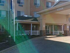 少々空港から離れますが、こちらのホテルが安かったので宿泊します。