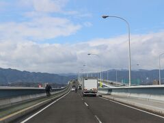 天気予報を確認し、メタセコアイ並木へ向かうことにしました。 初めて渡った琵琶湖大橋。