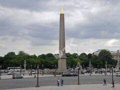 世界遺産「コンコルド広場」 1755年の「ルイ15世広場」が起源。フランス革命時に「革命広場」となり、1793年にはルイ16世やマリー・アントワネットもこの場所で斬首。1795年、ナポレオン1世により、現在の名に。