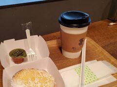 友人と合流して搭乗待合スペースにある黒レンガ倉庫Cafeでフレンチトーストと珈琲を頂きます。 久しぶりに会うから話が尽きない~(*^^*)